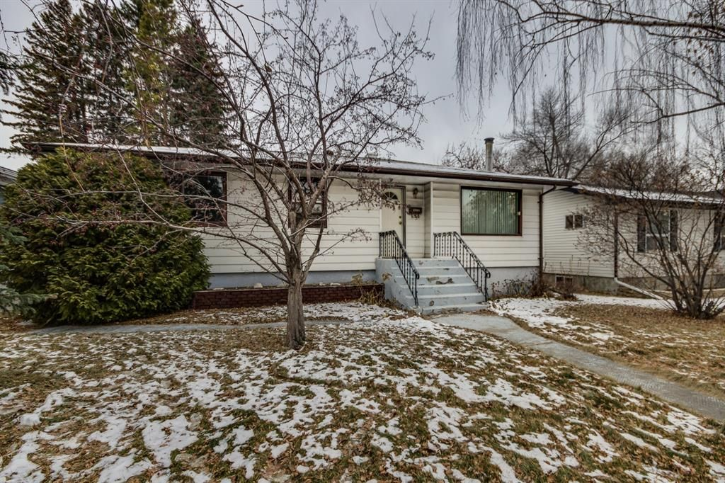 Main Photo: 3427 31 Street SW in Calgary: Rutland Park Detached for sale : MLS®# A1055896