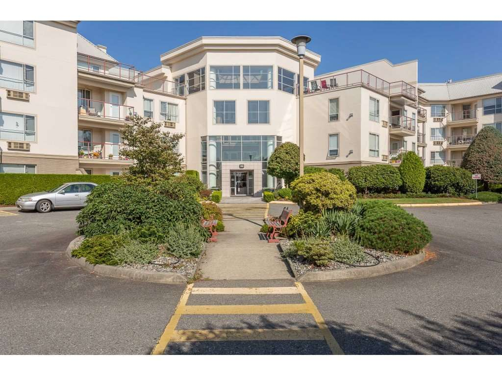 """Main Photo: 304 2626 COUNTESS Street in Abbotsford: Abbotsford West Condo for sale in """"Wedgewood"""" : MLS®# R2394623"""