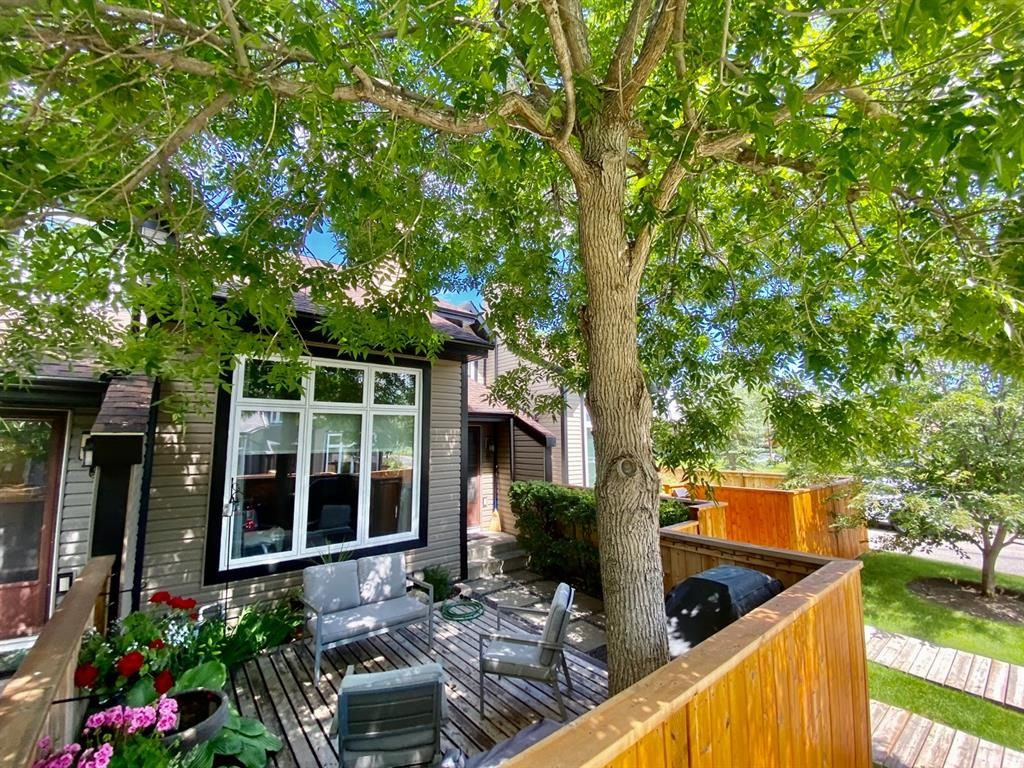 Main Photo: 7 12625 24 Street SW in Calgary: Woodbine Row/Townhouse for sale : MLS®# A1012796