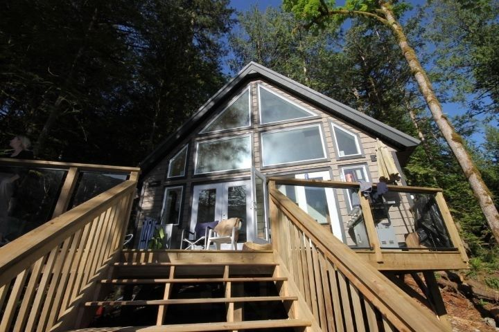 """Main Photo: BLK A HARRISON Lake: Harrison Hot Springs House for sale in """"Harrison Lake Waterfront"""" : MLS®# R2546600"""