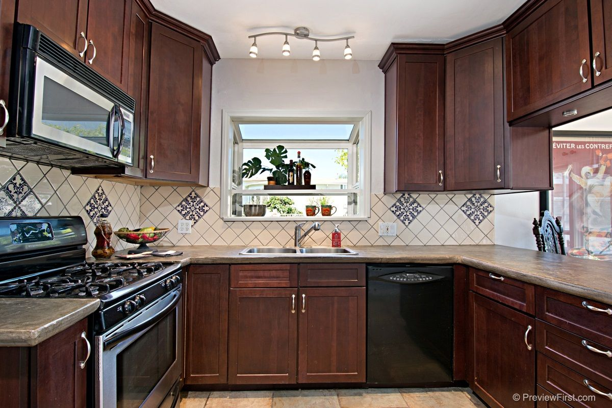 Beautiful Kitchen w/Open Counter Space to Dining/Breakfast Area, SS Appliances & Custom Tile.
