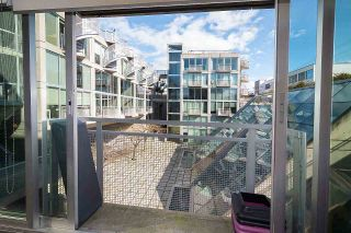 """Photo 10: 305 1540 W 2ND Avenue in Vancouver: False Creek Townhouse for sale in """"WATERFALL"""" (Vancouver West)  : MLS®# R2446615"""