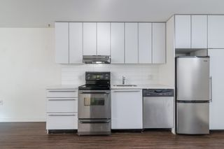 """Photo 7: 207 370 CARRALL Street in Vancouver: Downtown VE Condo for sale in """"21 Doors"""" (Vancouver East)  : MLS®# R2625412"""