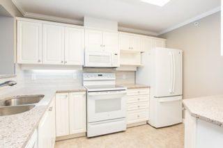 """Photo 4: 1011 12148 224 Street in Maple Ridge: East Central Condo for sale in """"Panorama"""" : MLS®# R2601212"""