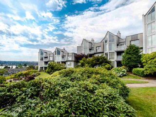 """Photo 3: 313 60 RICHMOND Street in New Westminster: Fraserview NW Condo for sale in """"GATEHOUSE PLACE"""" : MLS®# R2500986"""