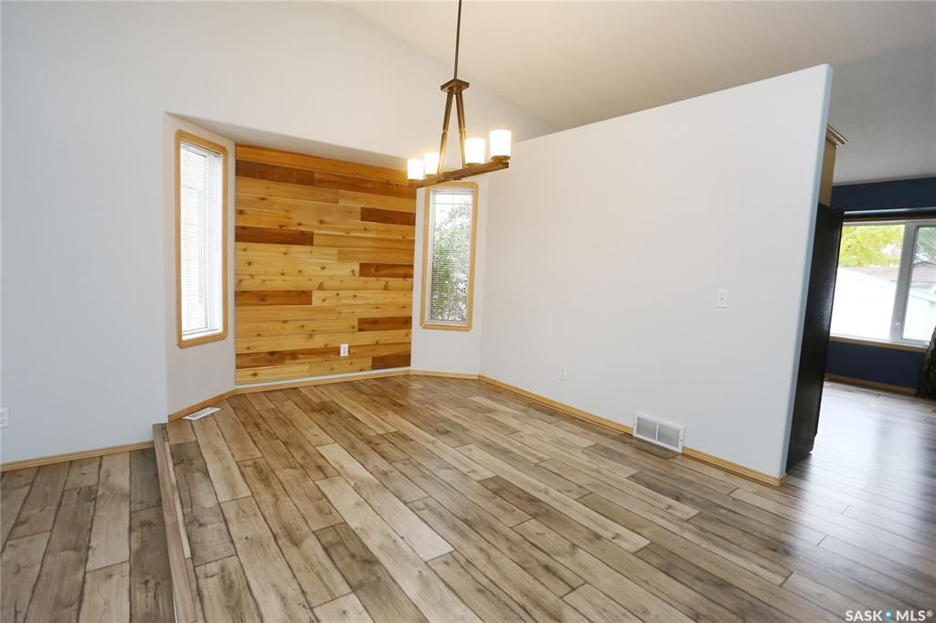 Photo 10: Photos: 206 1st Avenue North in Warman: Residential for sale : MLS®# SK796281