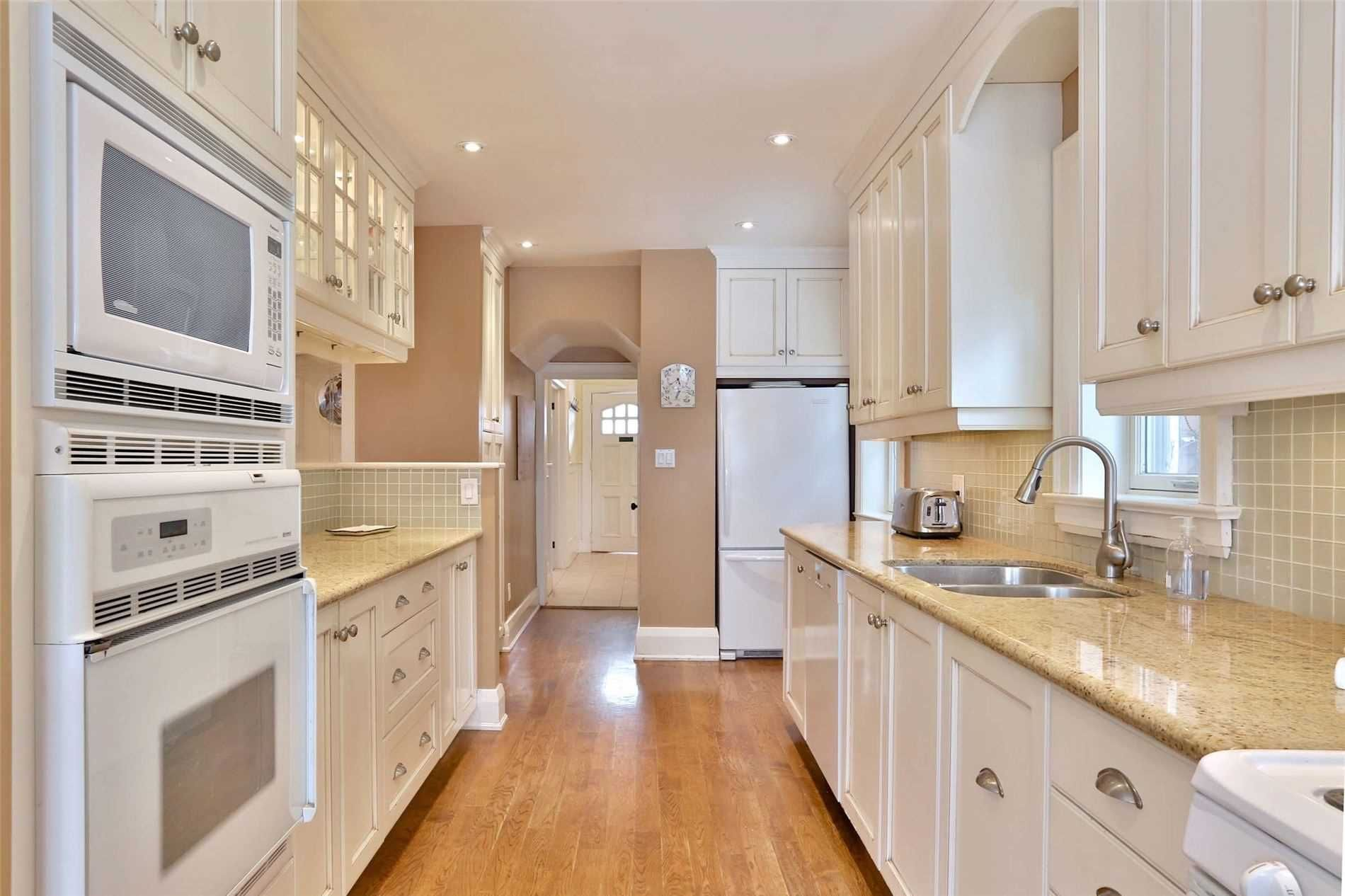 Photo 9: Photos: 15 Glen Castle Street in Toronto: Lawrence Park South House (2-Storey) for sale (Toronto C04)  : MLS®# C4704094