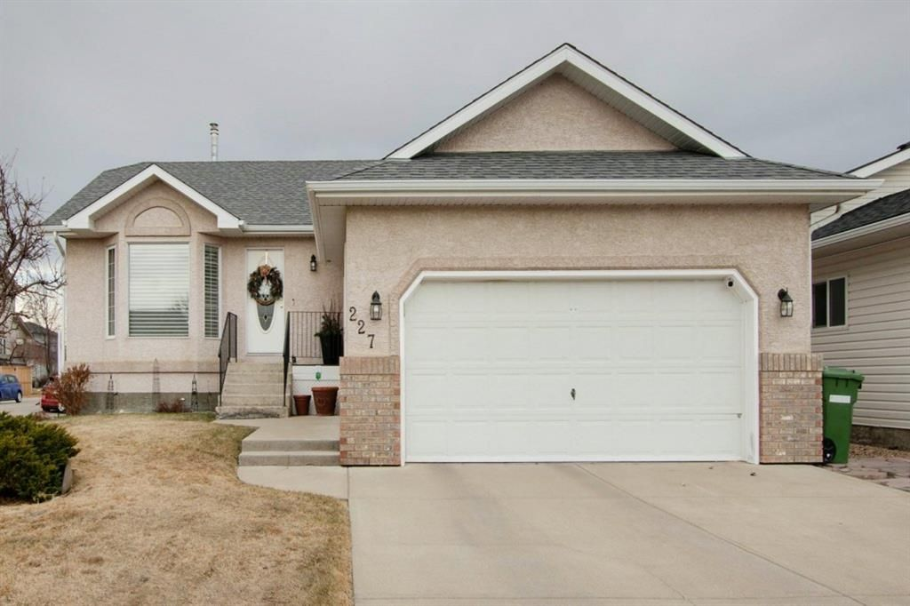 Main Photo: 227 Canals Boulevard SW: Airdrie Detached for sale : MLS®# A1091783