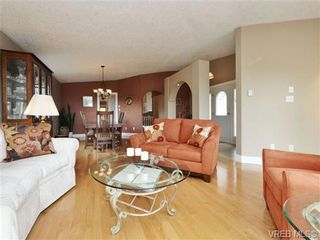 Photo 3: 2324 Evelyn Hts in VICTORIA: VR Hospital House for sale (View Royal)  : MLS®# 713463