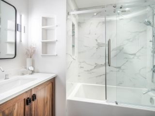 """Photo 18: 101 1725 BALSAM Street in Vancouver: Kitsilano Condo for sale in """"Balsam House"""" (Vancouver West)  : MLS®# R2454346"""