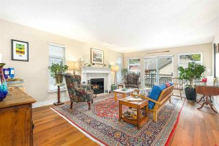"""Photo 3: 1148 STRATHAVEN Drive in North Vancouver: Northlands Townhouse for sale in """"Strathaven"""" : MLS®# R2579287"""