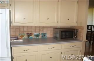 Photo 10: 101 1148 Goodwin St in VICTORIA: OB South Oak Bay Condo for sale (Oak Bay)  : MLS®# 490596