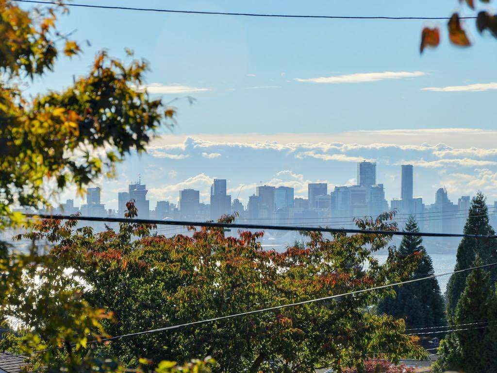 Photo 19: Photos: 728 E 7TH Street in North Vancouver: Queensbury House for sale : MLS®# R2114157