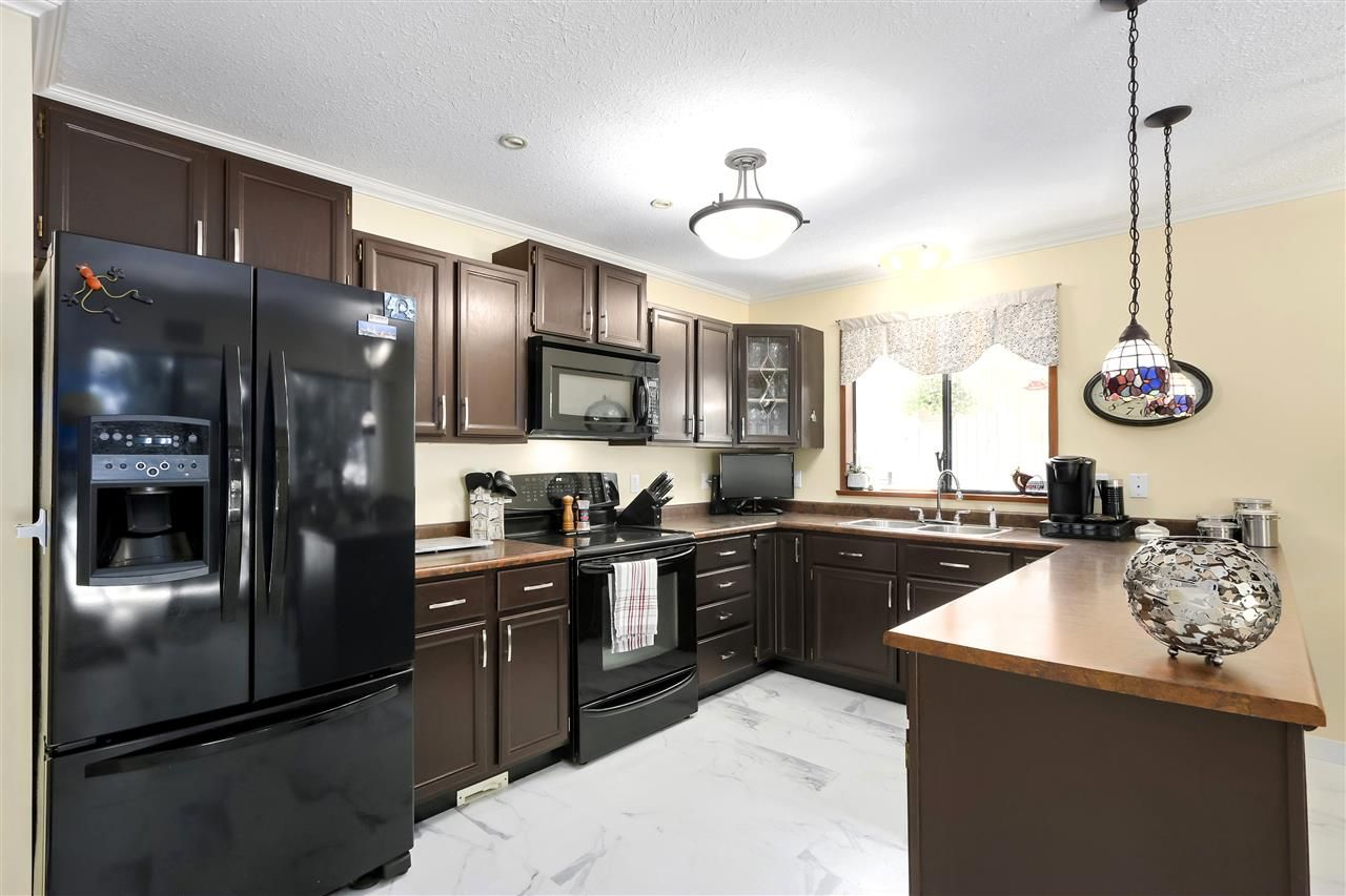 """Photo 13: Photos: 4727 MOUNTAIN Highway in North Vancouver: Lynn Valley House for sale in """"Upper Lynn"""" : MLS®# R2491401"""