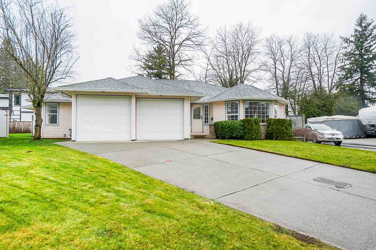 Main Photo: 20052 49A Avenue in Langley: Langley City House for sale : MLS®# R2536191