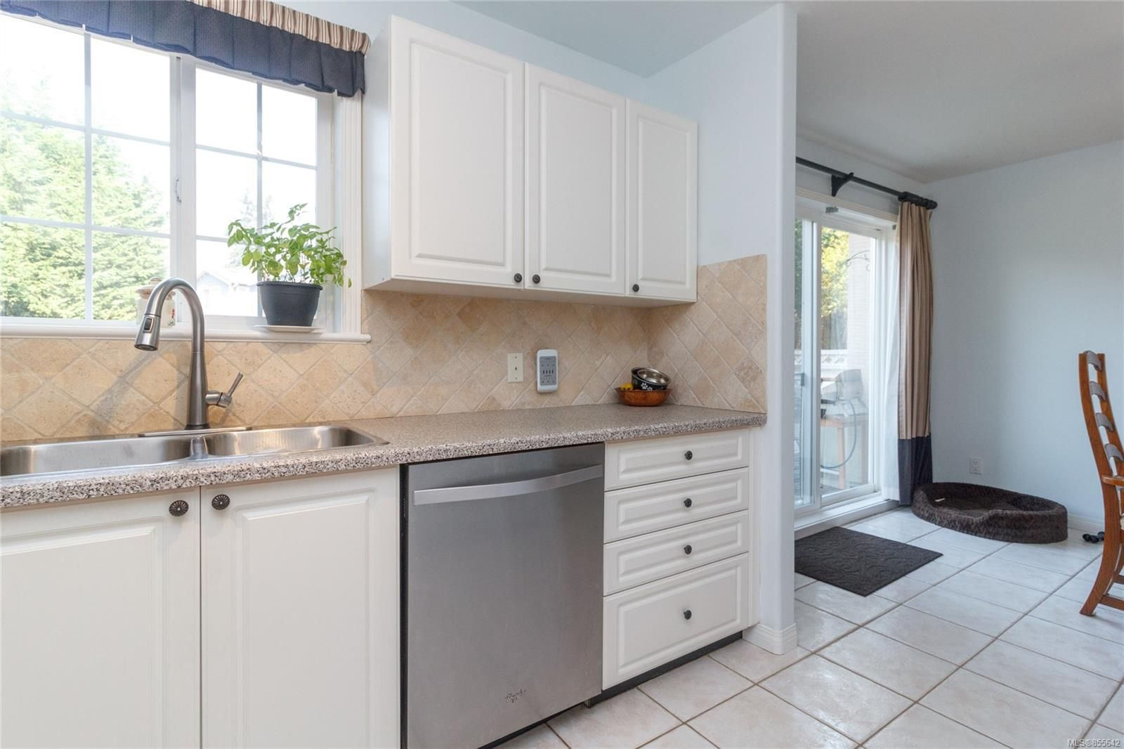 Photo 11: Photos: 52 14 Erskine Lane in : VR Hospital Row/Townhouse for sale (View Royal)  : MLS®# 855642