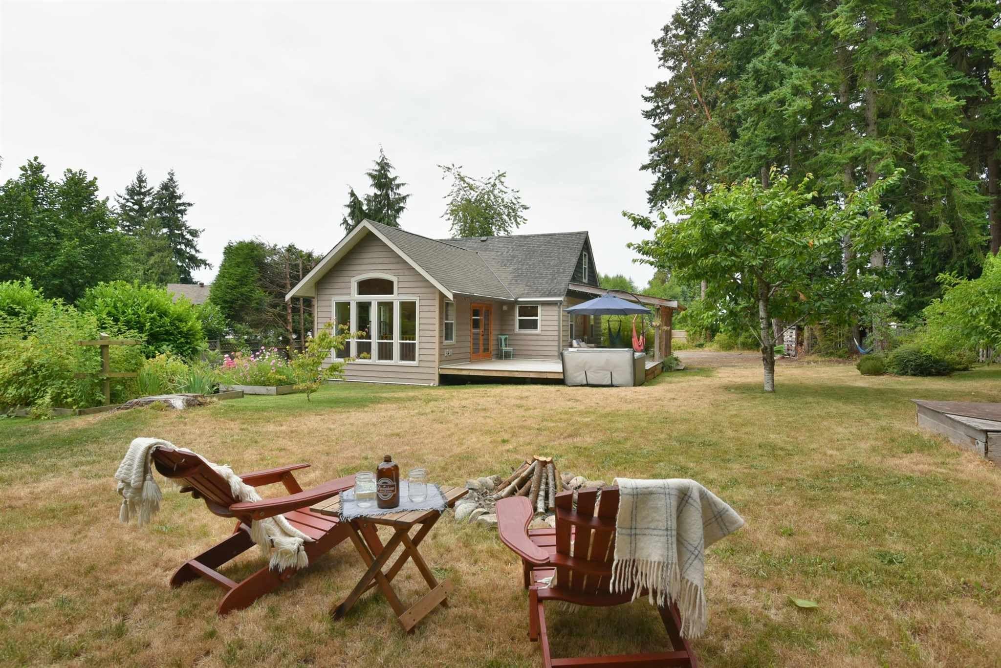 Main Photo: 256 KNIGHT Road in Gibsons: Gibsons & Area House for sale (Sunshine Coast)  : MLS®# R2600569
