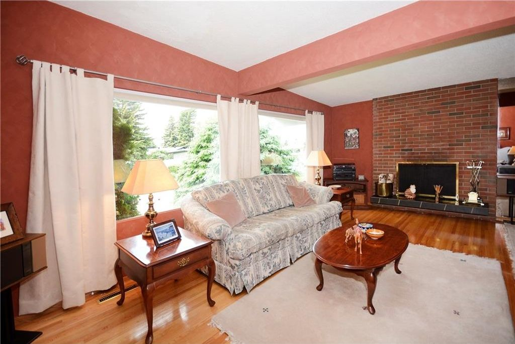 Photo 5: Photos: 3148 BREEN Crescent NW in Calgary: Brentwood House for sale : MLS®# C4121729