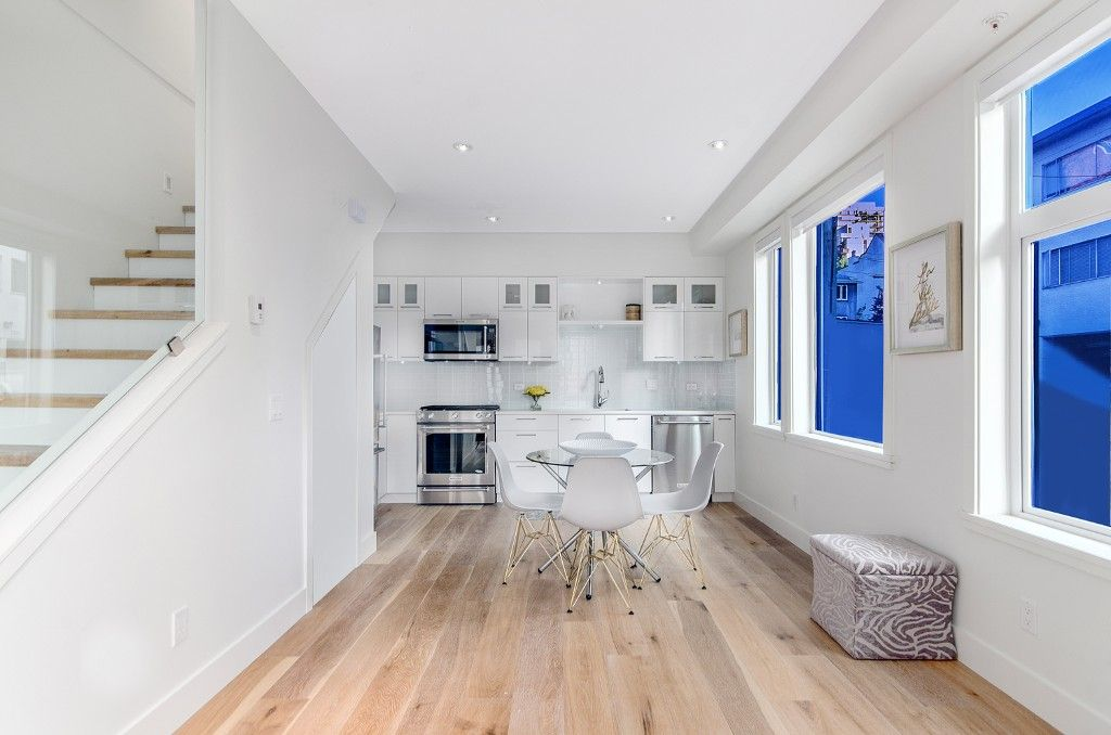 """Main Photo: 1070 NICOLA Street in Vancouver: West End VW Townhouse for sale in """"Nicola Mews"""" (Vancouver West)"""