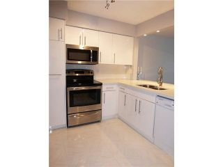 """Photo 10: 206 1330 GRAVELEY Street in Vancouver: Grandview VE Condo for sale in """"HAMPTON COURT - COMMERCIAL DRIVE"""" (Vancouver East)  : MLS®# V1075644"""