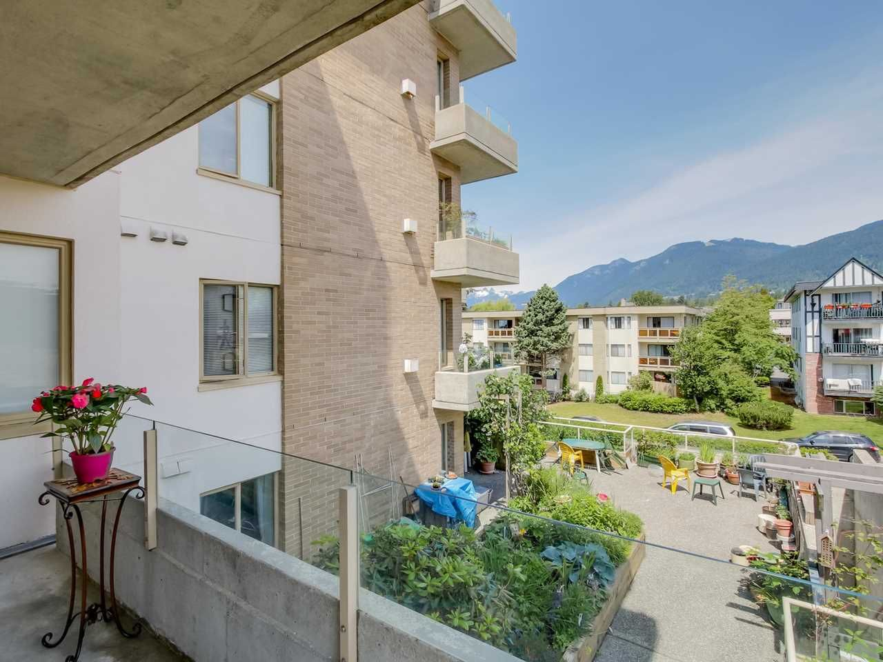 """Photo 11: Photos: 304 137 W 17 Street in North Vancouver: Central Lonsdale Condo for sale in """"Westgate"""" : MLS®# R2075830"""