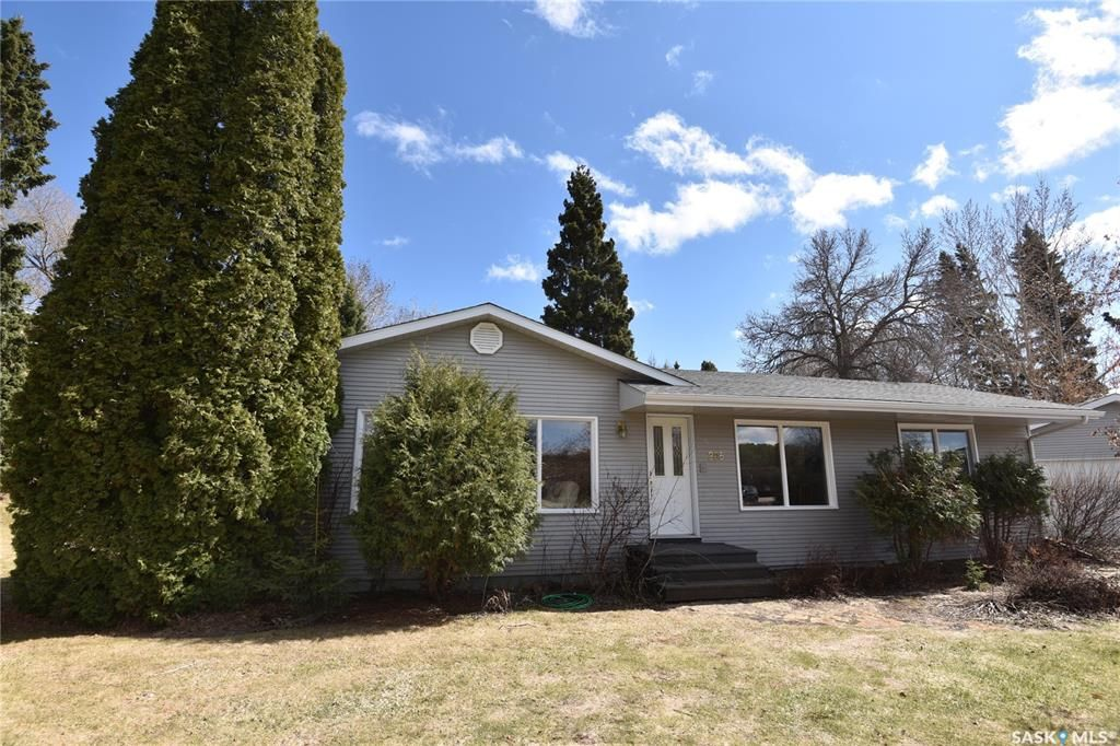 Main Photo: 205 Cartha Drive in Nipawin: Residential for sale : MLS®# SK852228