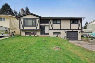 Photo 1: 1925 LYNN Avenue in Abbotsford: Central Abbotsford House for sale : MLS®# R2043834