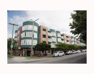 """Photo 1: 204 789 W 16TH Avenue in Vancouver: Fairview VW Condo for sale in """"SIXTEEN WILLOWS"""" (Vancouver West)  : MLS®# V786069"""
