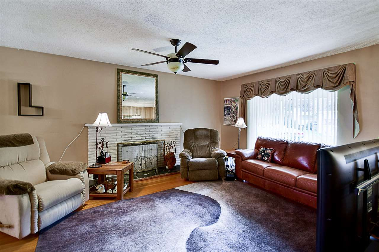 """Photo 2: Photos: 10969 86A Avenue in Delta: Nordel House for sale in """"Nordel"""" (N. Delta)  : MLS®# R2135057"""