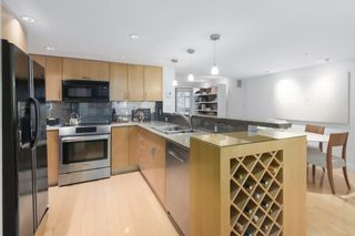 """Photo 8: 2411 W 1ST Avenue in Vancouver: Kitsilano Townhouse for sale in """"BAYSIDE MANOR"""" (Vancouver West)  : MLS®# R2408792"""