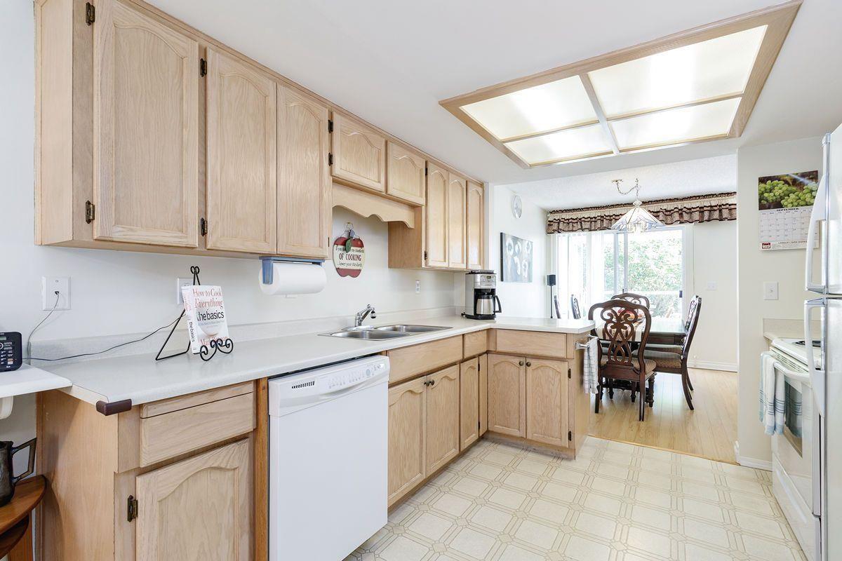 "Photo 14: Photos: 10 1190 FALCON Drive in Coquitlam: Eagle Ridge CQ Townhouse for sale in ""FALCON TERRACE"" : MLS®# R2494945"