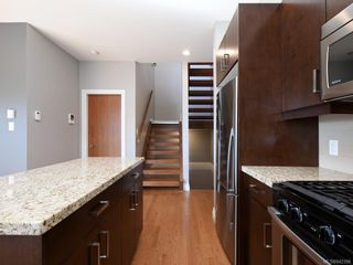 Photo 9: 3 1827 Fairfield Rd in Victoria: Vi Fairfield East Row/Townhouse for sale : MLS®# 842398