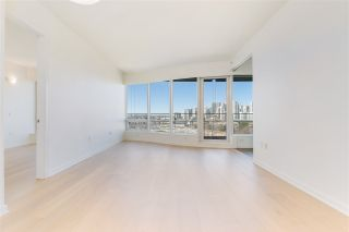 """Photo 5: 807 181 W 1ST Avenue in Vancouver: False Creek Condo for sale in """"BROOK AT THE VILLAGE"""" (Vancouver West)  : MLS®# R2567643"""