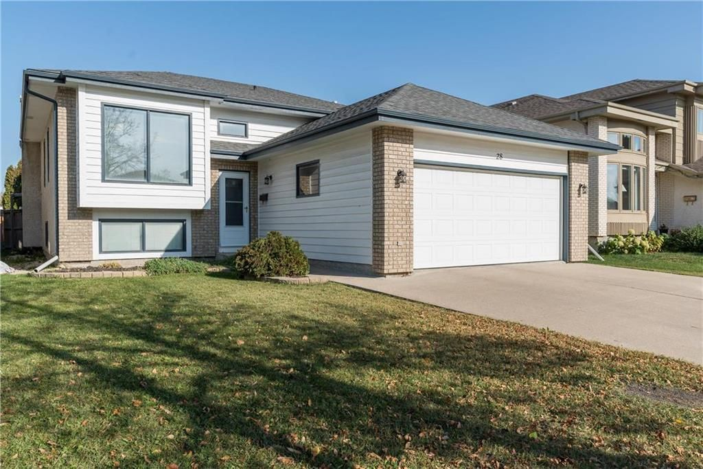 Main Photo: 28 Highcastle Crescent in Winnipeg: River Park South Residential for sale (2F)  : MLS®# 202124104
