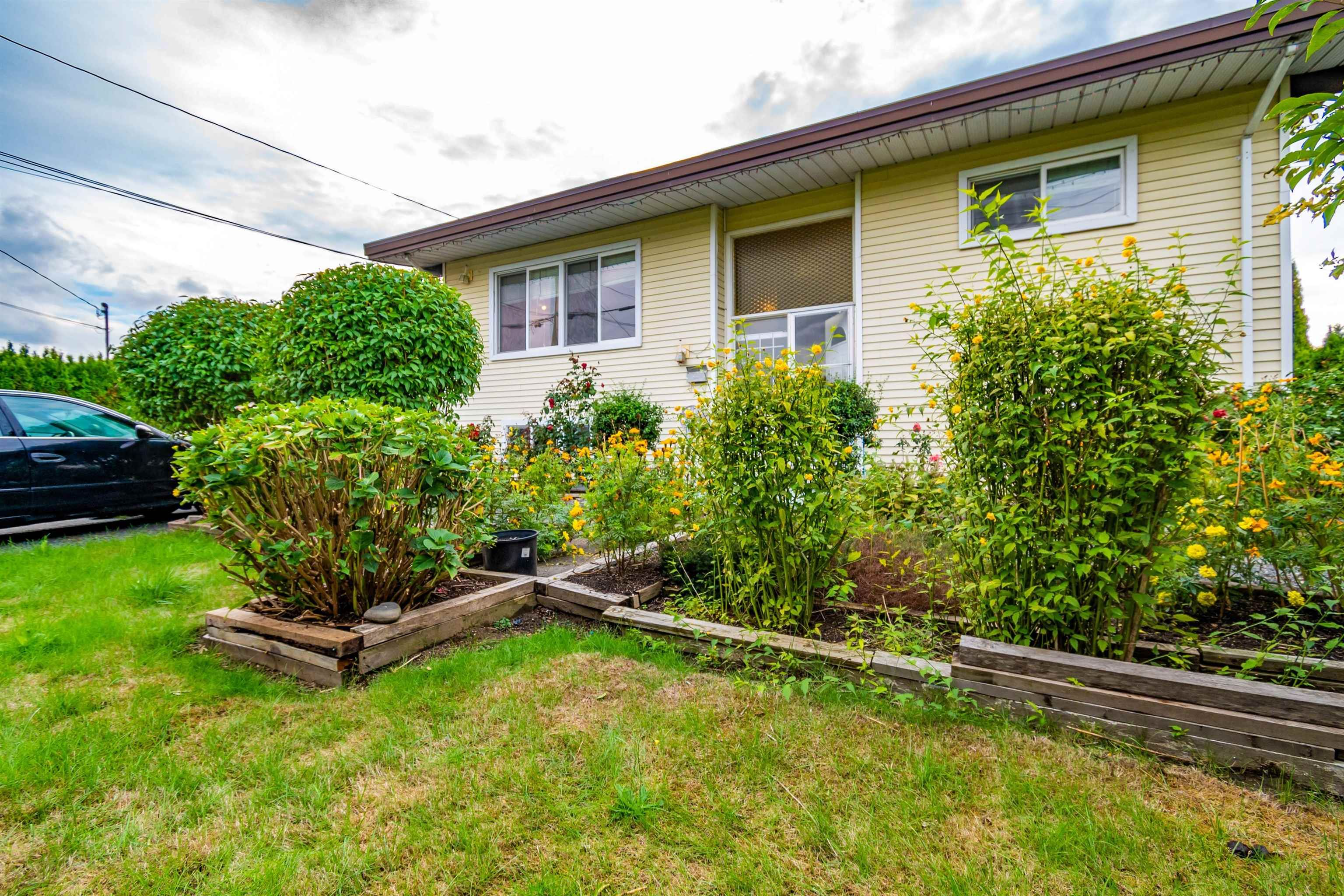 Main Photo: 8565 BROADWAY Street in Chilliwack: Chilliwack E Young-Yale House for sale : MLS®# R2619903