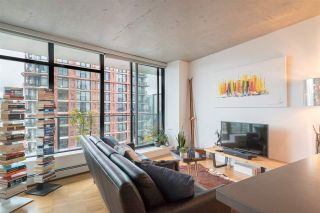 """Photo 1: 2606 108 W CORDOVA Street in Vancouver: Downtown VW Condo for sale in """"WOODWARDS"""" (Vancouver West)  : MLS®# R2237900"""