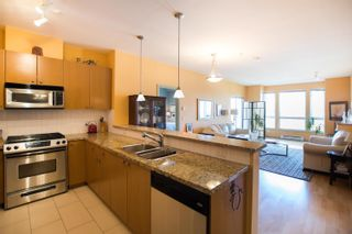 Photo 3: 203 14 E ROYAL Avenue in New Westminster: Fraserview NW Condo for sale : MLS®# R2618179