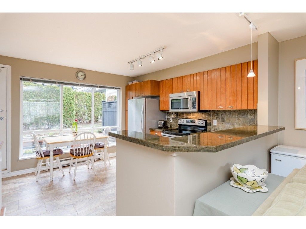 Photo 7: Photos: 6771 VILLAGE GRN in Burnaby: Highgate Townhouse for sale (Burnaby South)  : MLS®# R2439799