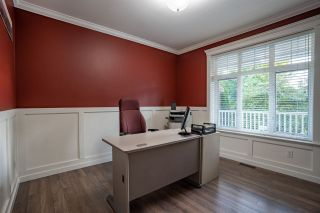 """Photo 16: 5800 167 Street in Surrey: Cloverdale BC House for sale in """"WESTSIDE TERRACE"""" (Cloverdale)  : MLS®# R2487432"""
