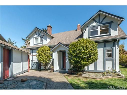 Main Photo: 1820 El Sereno Dr in VICTORIA: SE Gordon Head House for sale (Saanich East)  : MLS®# 698478