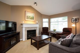 """Photo 10: 49 8555 209 Street in Langley: Walnut Grove Townhouse for sale in """"Autumnwood"""" : MLS®# R2154627"""