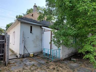 Photo 3: 432 Burrows Avenue in Winnipeg: North End Residential for sale (4A)  : MLS®# 202119389