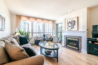 """Photo 2: 701 612 SIXTH Street in New Westminster: Uptown NW Condo for sale in """"THE WOODWARD"""" : MLS®# R2390390"""