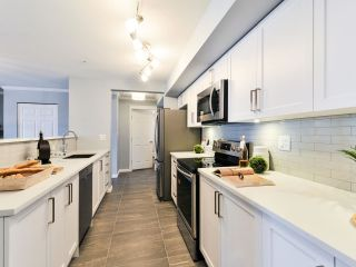 """Photo 3: 212 15210 PACIFIC Avenue: White Rock Condo for sale in """"OCEAN RIDGE"""" (South Surrey White Rock)  : MLS®# R2270590"""