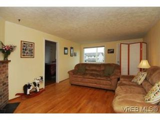 Photo 3: 3213 Doncaster Dr in VICTORIA: SE Cedar Hill House for sale (Saanich East)  : MLS®# 528933