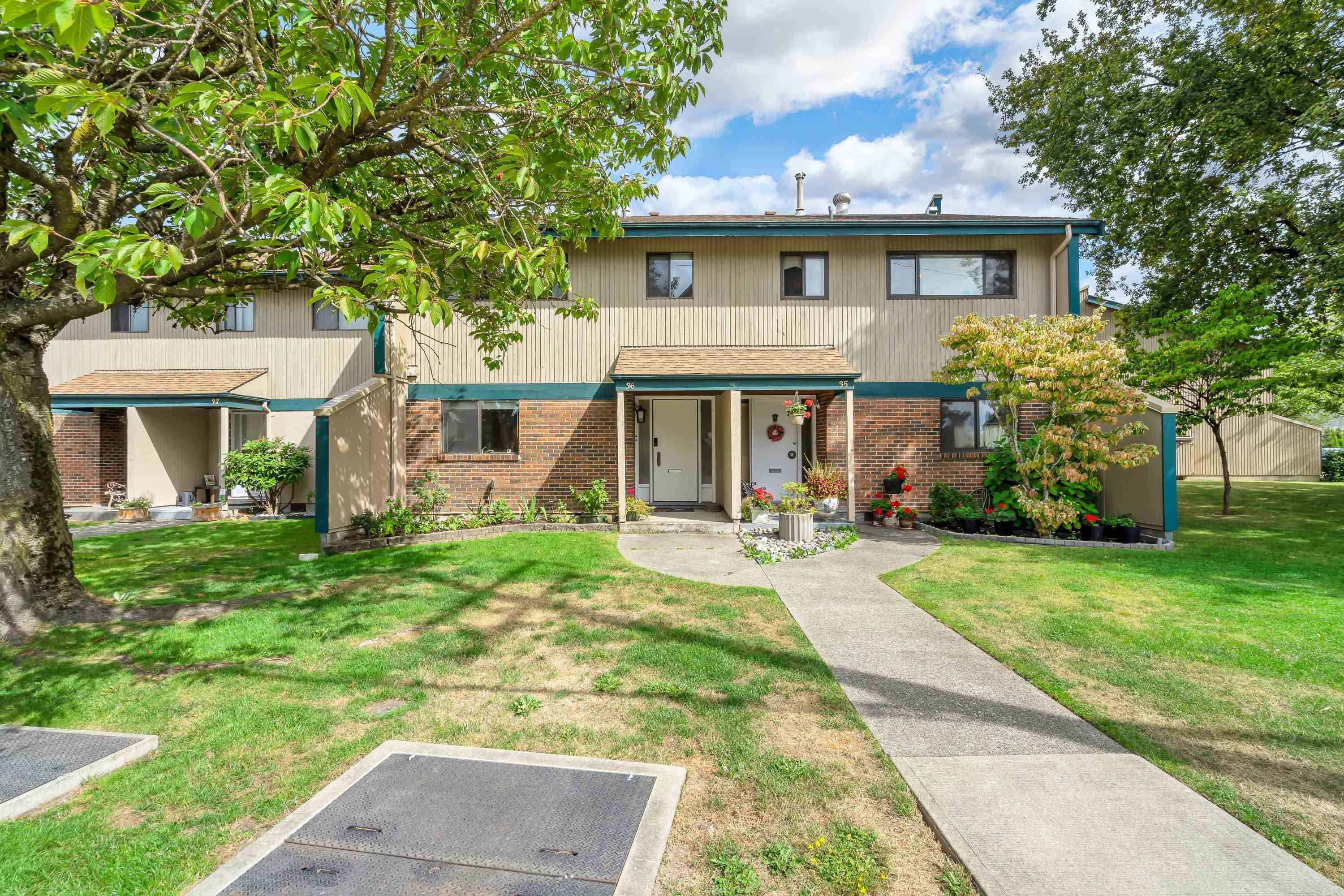 """Main Photo: 36 5850 177B Street in Surrey: Cloverdale BC Townhouse for sale in """"Dogwood Gardens"""" (Cloverdale)  : MLS®# R2613393"""