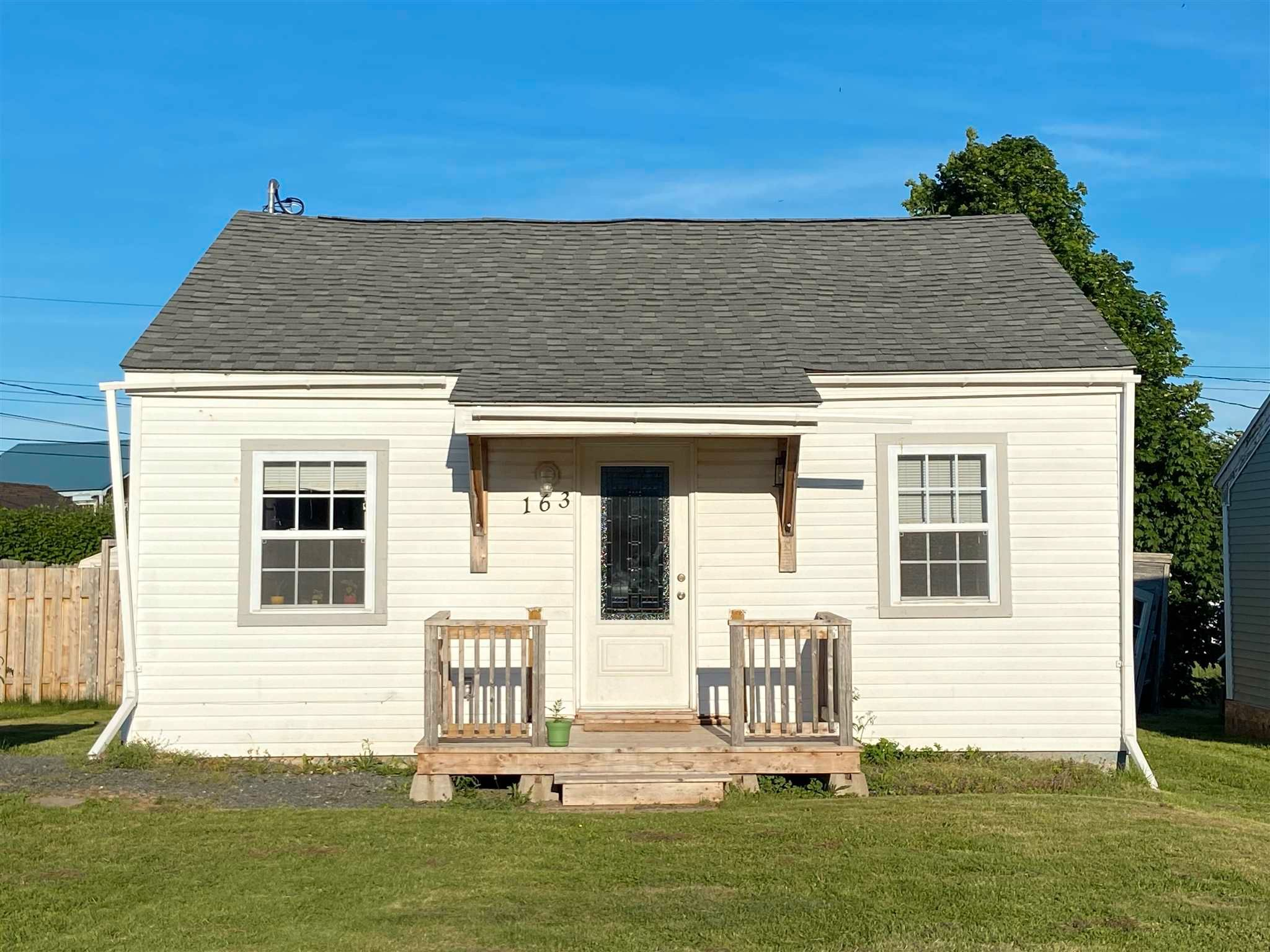 Main Photo: 163 Elm Street in Pictou: 107-Trenton,Westville,Pictou Residential for sale (Northern Region)  : MLS®# 202114974