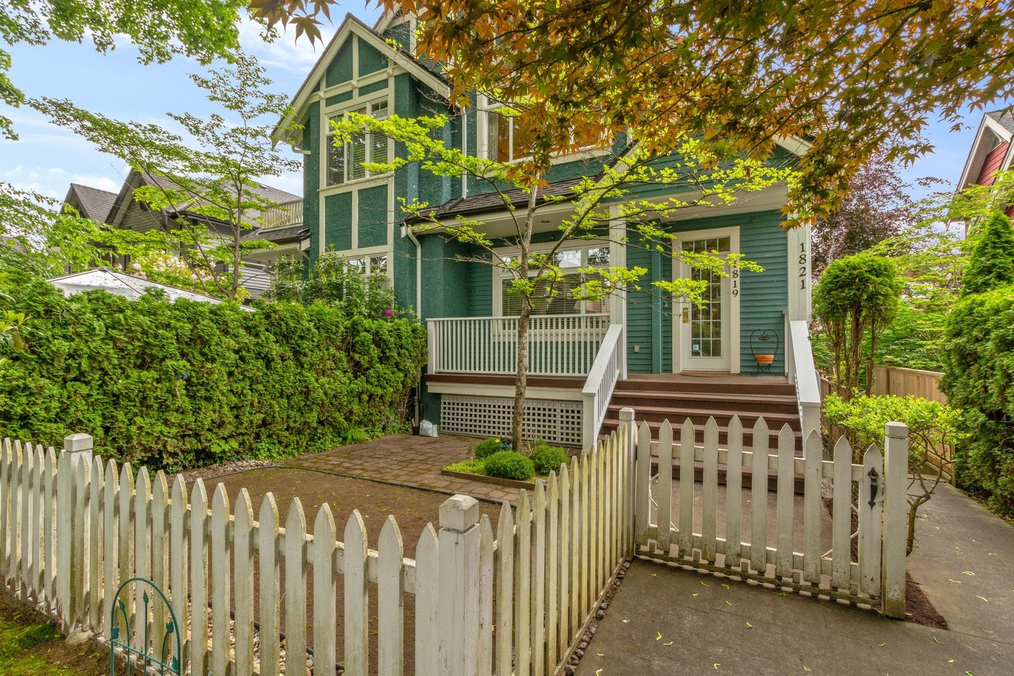Main Photo: 1821 W 11TH Avenue in Vancouver: Kitsilano Townhouse for sale (Vancouver West)  : MLS®# R2586035