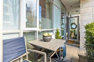 "Photo 4: 186 ATHLETES Way in Vancouver: False Creek Condo for sale in ""VILLAGE ON FALSE CREEK - BRIDGE"" (Vancouver West)  : MLS®# R2575530"