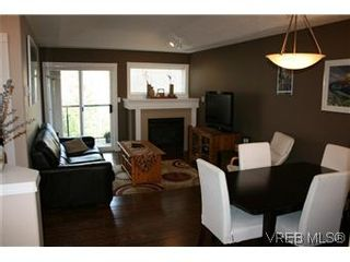 Photo 1: 26 300 Six Mile Rd in VICTORIA: VR Six Mile Row/Townhouse for sale (View Royal)  : MLS®# 560855